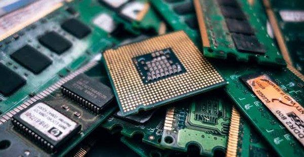Lixo Eletrônico - Reciclando por um Futuro Melhor
