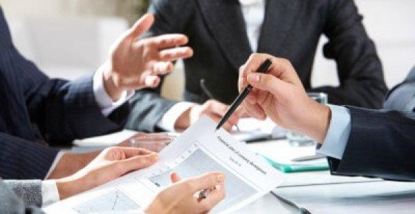 Qual é o papel dos conselhos profissionais?