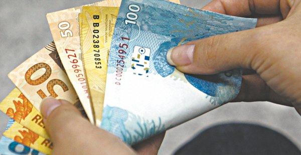 Governo reduz estimativa de salário mínimo para 2020