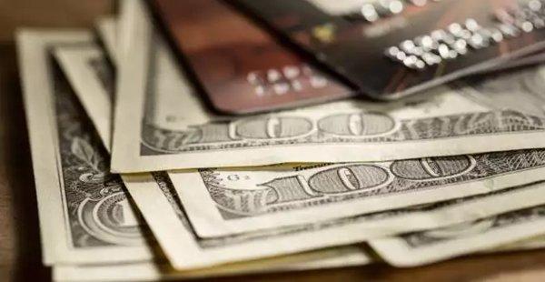Dólar: Cartão de crédito passa a usar cotação do dia da compra