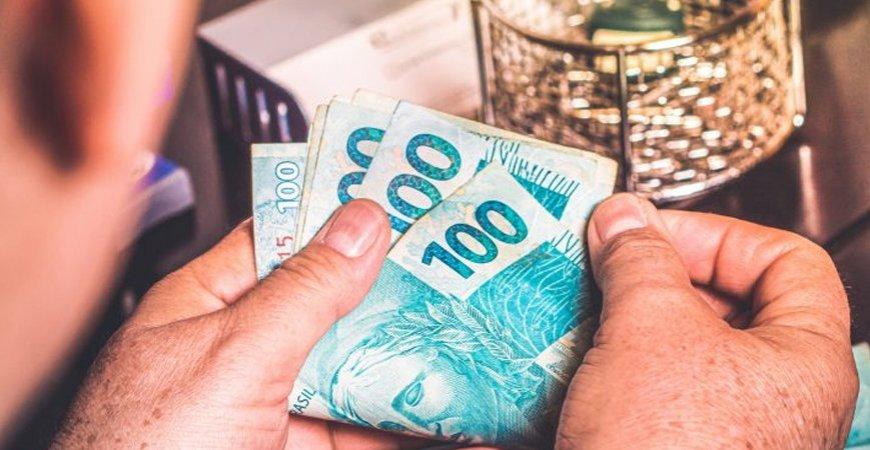 Salário mínimo em abril deveria ter sido de R$ 4.673,06