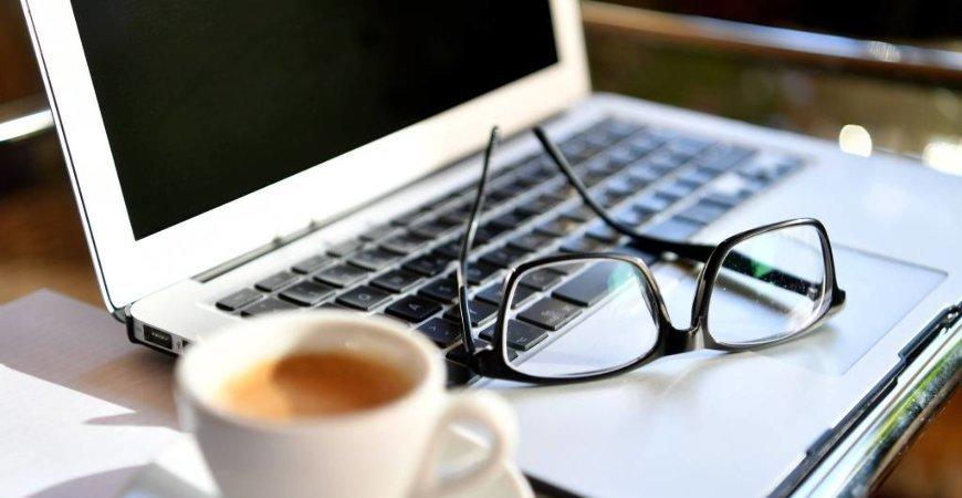 Empresa que Suspende o Contrato e Mantem Empregados Trabalhando por Meio Remoto Pode ser Autuada