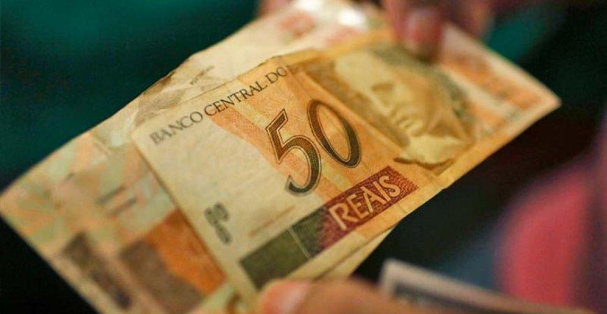 Salário-mínimo: Presidente sanciona lei que reajusta valor para R$1.045