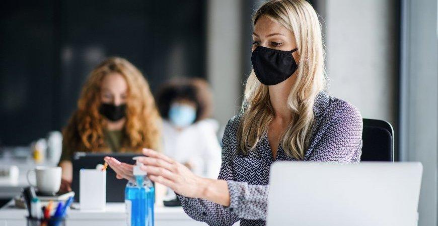 Podcast: Saiba como retomar o trabalho presencial gradualmente nos escritórios