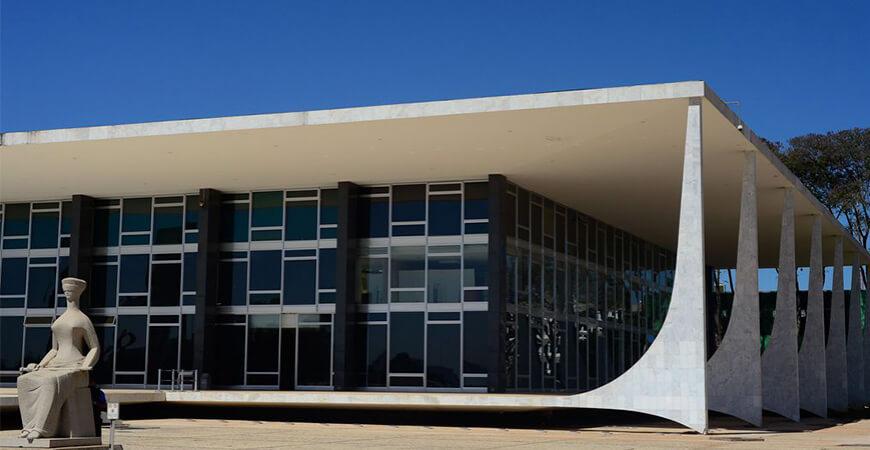 STF determina que governo pague renda básica para brasileiros a partir de 2022