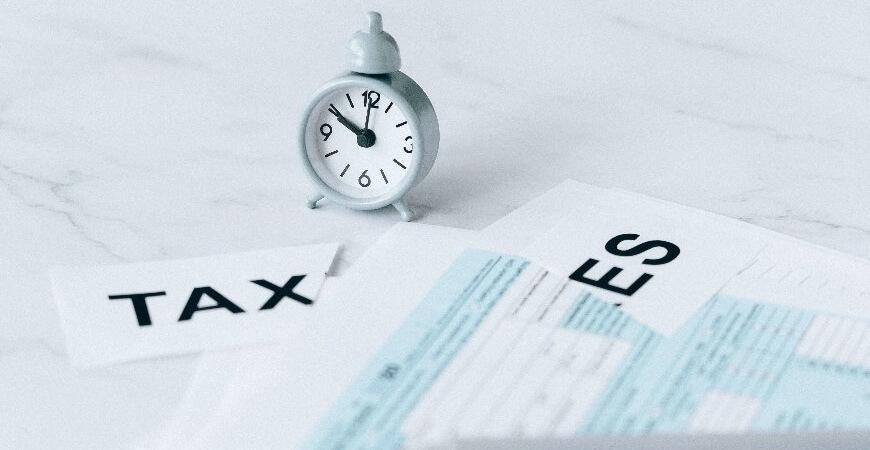 Empresas gastam até 1.501 horas para resolver obrigações tributárias no  Brasil, segundo Banco Mundial